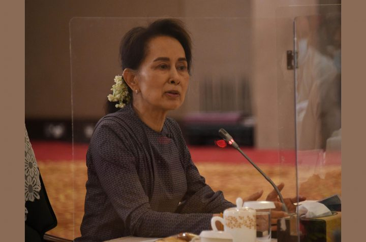 State Counsellor emphasizes 'rule of law' at the meeting with chairpersons of self-administered division/zones, heads of state/region administrative bodies on 11 August. PHOTO:MNA