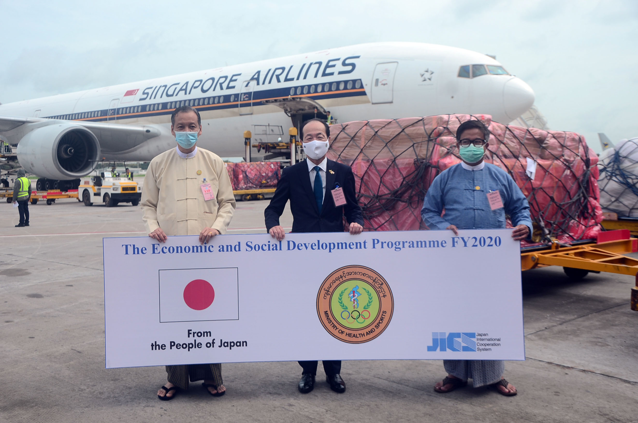 Japanese Ambassador Mr Maruyama Ichiro (centre)and Myanmar officials pose for a group as medical supplies donated by the Government of Japan arrive at the Yangon International Airport on 15 August 2020. Photo : Zaw Gyi