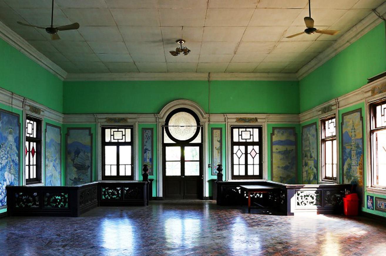 Painting museum interior. Photo Yangon Tours 0