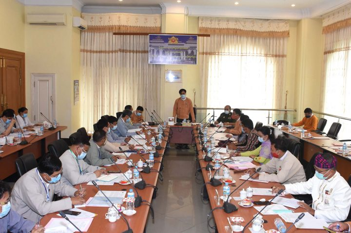 Hluttaw representatives and officials from Ministry of Construction hold meeting on removing the list of pledges in the previous 16 regular sessions of Hluttaw. Photo: MNA