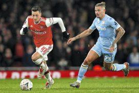 Arsenal midfielder Mesut Ozil linked with move to Saudi Arabia side Al Nassr