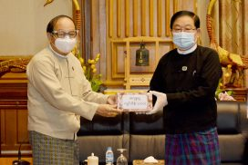 Pyithu Hluttaw donates cash to COVID-19 national committee