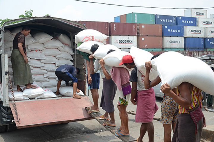 Workers carrying sacks of rice 0