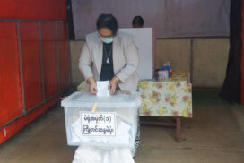Officials, senior citizens and state's employees in Taunggyi cast advance ballots