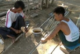 Kyaukse residents earn family income from bamboo wall weaving