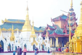 Pilgrims peacefully visit pagodas across nation
