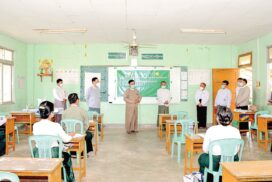 Union Minister Dr Nyunt Pe visits school principal refresher course in Nay Pyi Taw