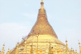 Gold gilding carried out on Shwedagon pagoda