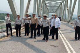 Union Construction Minister makes inspection of bridges in Shan State (East)