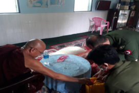 Tatmadaw donates food rations to monks in Yangon