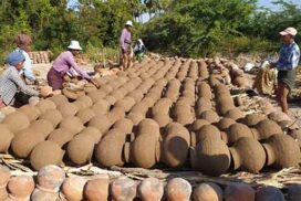 Prices of traditional clay pots stable in Ngapthayauk