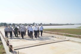 Construction minister, Nay Pyi Taw council chairman inspect Sittoung bridge construction