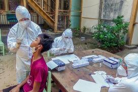 Tatmadaw medical team performs RDT to returnees in Mawlamyine