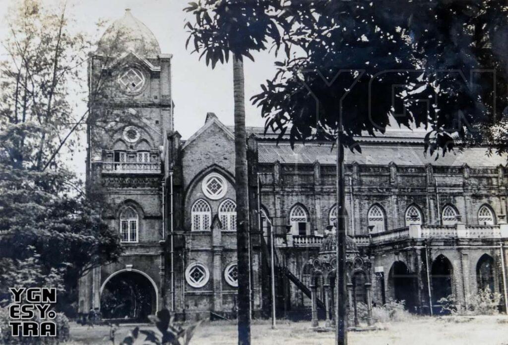 ပုံ - ၄. လွတ်လပ်ပြီးခေတ် ပုံမှာတော့ ရေပန်းအဆောင်ကို ဂျူဗလီဟောဘေး ကပ်လျက်မှာပဲ တွေ့ရပါတယ် Image courtesy of Yangon Heritage Trust